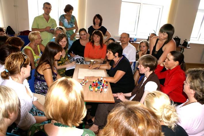 Familien -und Systemaufstellungen in der Einzelberatung mit Hilfe von Playmobil Püppchen und anderen Symbolen